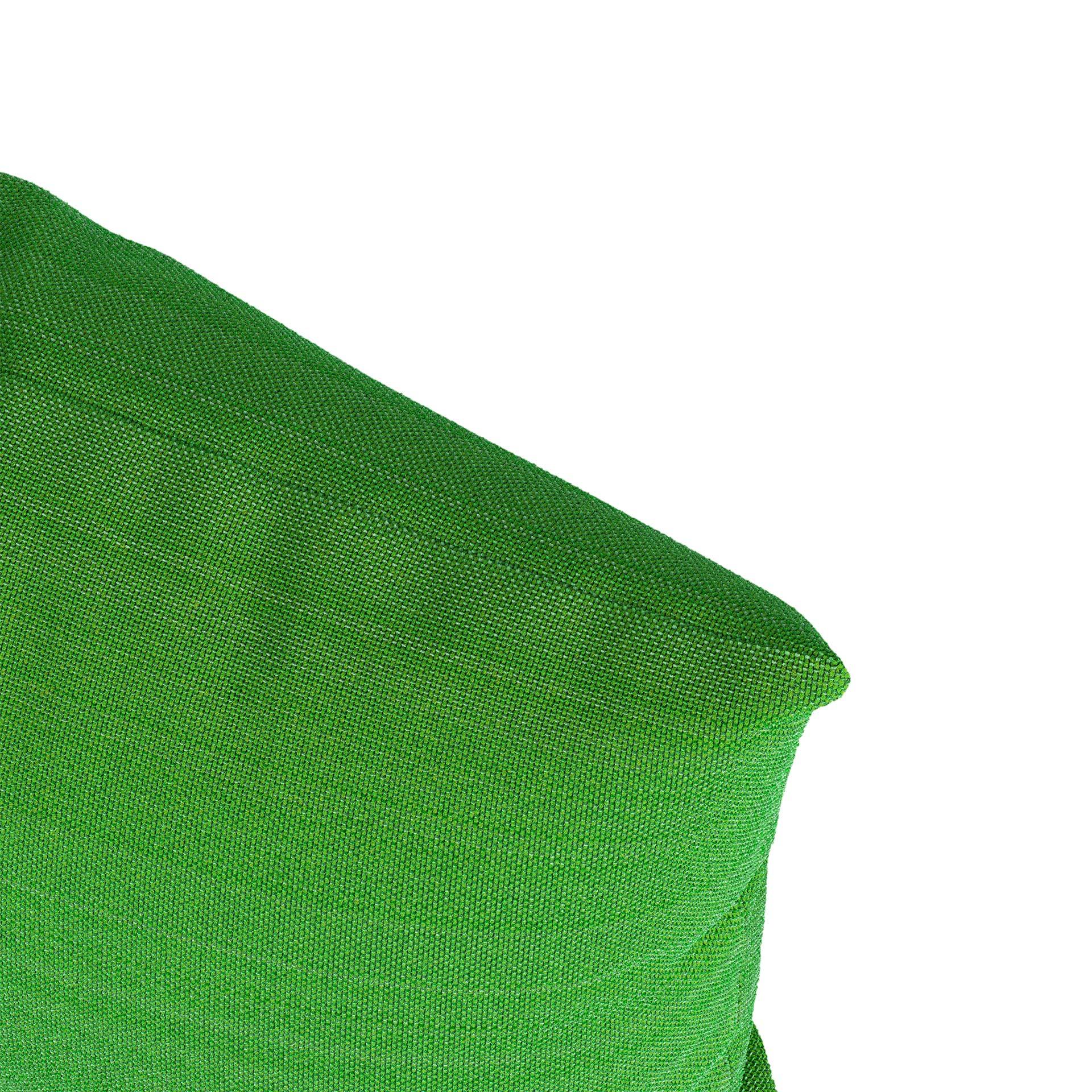 Scatter Close Render Green